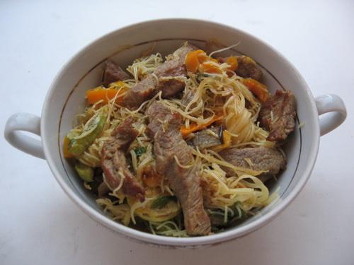 Свинина с рисовой вермишелью
