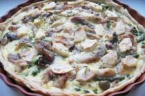 Пирог с копченой скумбрией, оливками и яблоками