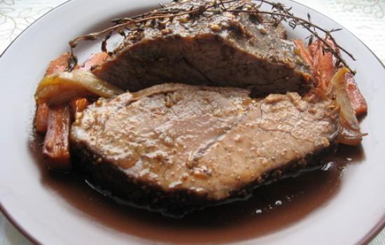 Говядина, запеченная с чабрецом в красном вине