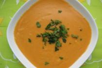 Суп-пюре с чечевицей, тыквой и карри