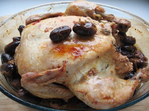 Курица с финиками