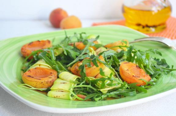 салат с рукколой и абрикосами
