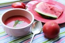 Розовый гаспачо из помидоров и арбуза