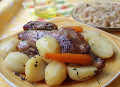 Цыпленок в сидре с картофелем