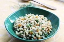 Салат с птитим, морковью и огурцом