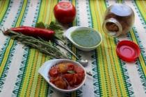 Помидорно-апельсиновое чатни и зеленая сальса к шашлыкам