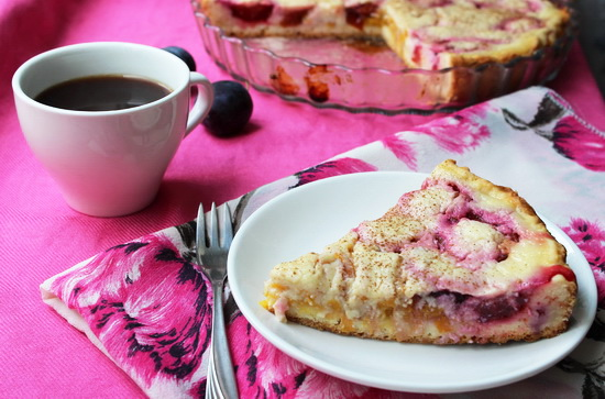 пирог со сливами и кремом