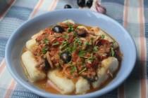 Ньокки с соусом из помидоров и тунца