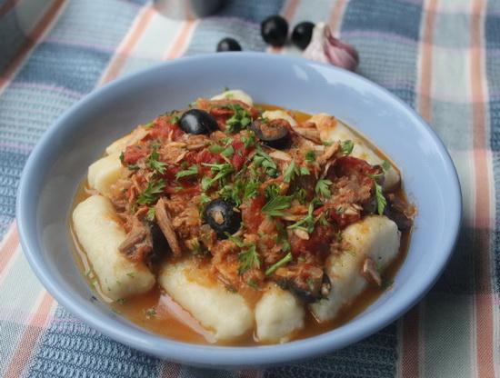 Соус из тунца и помидоров