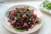 Салат с чечевицей и свеклой