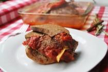 Пряная «медленная» свинина с рублеными помидорами и розмарином