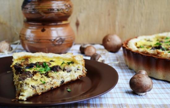 Пирог с тушеной квашеной капустой и грибами