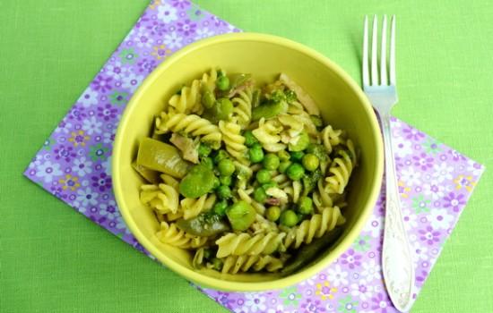 Зеленая паста с тремя видами бобовых