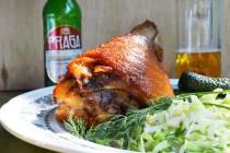 Запеченная свиная рулька в пиве и медовой глазури  (вепрево колено)