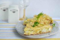 Пирог с зеленью, яйцами и сыром
