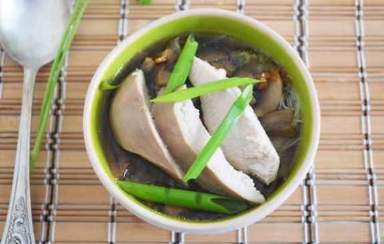 Грибной суп с курицей в азиатском стиле
