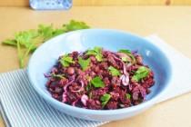 Салат из свеклы, чечевицы и краснокочанной капусты