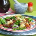 салат со шпинатом и финиками