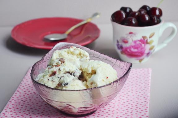 мороженное с черешней и белым шоколадом