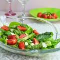 салат с клубникой и спаржей