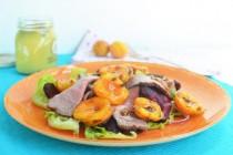 Салат с ростбифом, свеклой и абрикосами-гриль