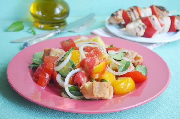 тосканский салат из помидоров панцанелла