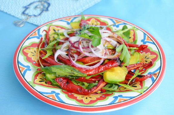 Salat-s-pertsem-i-avokado-575