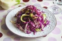 Салат с краснокочанной капустой, фенхелем и имбирной заправкой