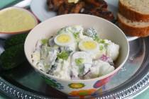 Салат с редисом, огурцами и творогом