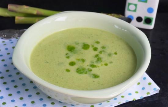 Суп из спаржи с кабачком и шпинатом