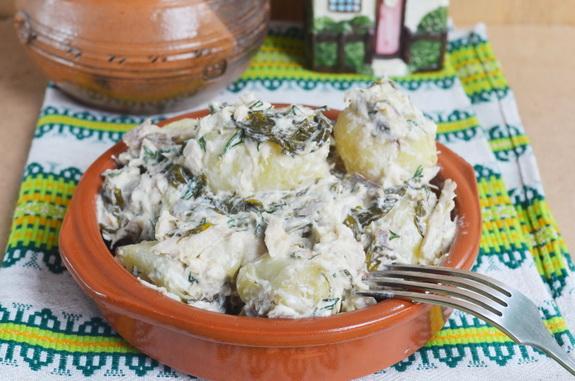 салат с щавелем, рыбой и молодым картофелем