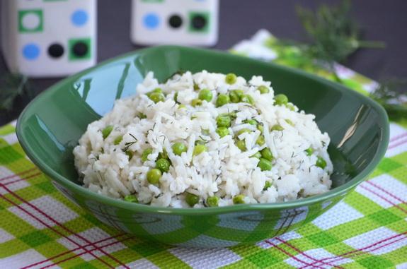 рис с укропом и зеленым горошком