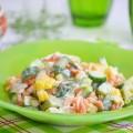 салат с кукурузой, морковью и йогуртовой заправкой