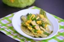 Припущенный салат с кукурузой