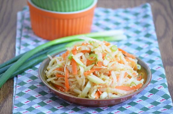 салат из кольраби в азиатском стиле
