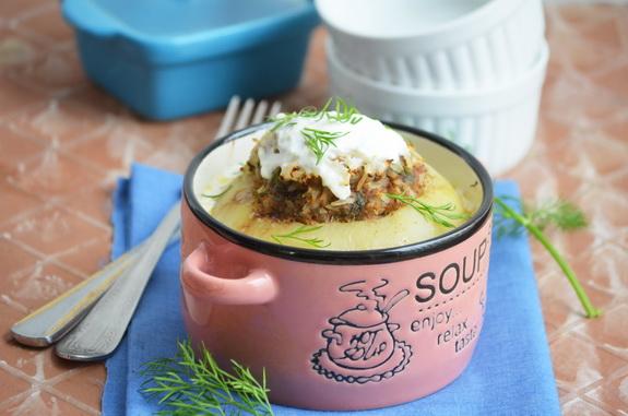 кольраби с мясным фаршем и сметанным соусом