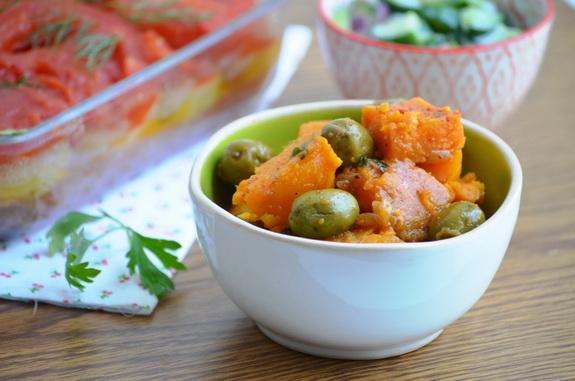 тушеный батат с оливками и солеными лимонами