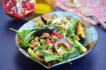 Салат с тыквой, гранатом и капустой кейл