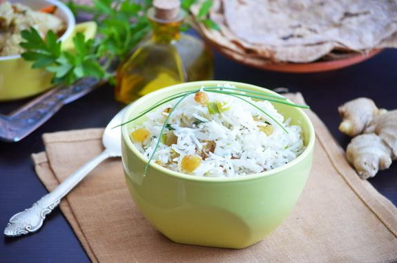 рис с изюмом и луком